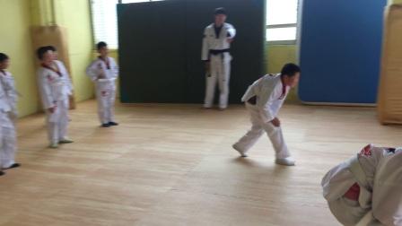在长留道场跟唐老师学习跆拳道的李熙邦