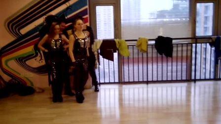 自由乌克兰舞蹈队,在重庆,果果的舞蹈工作室现场。