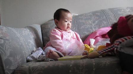 2014年3月21日,Julia涵涵跟新玩具玩