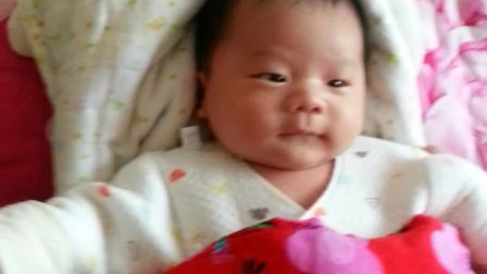 宝宝满月的微笑