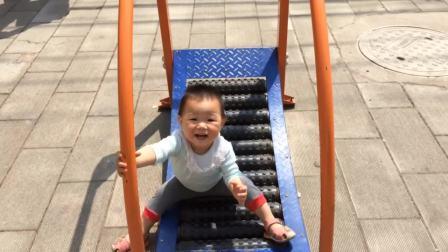 奇宝宝的滑滑梯