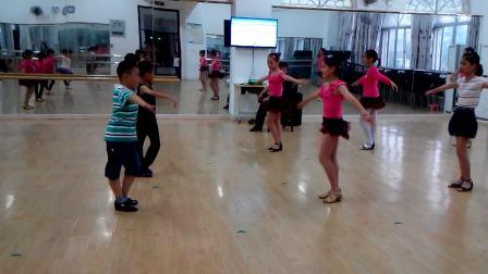 长泰县妇联艺术培训中心少儿拉丁舞班