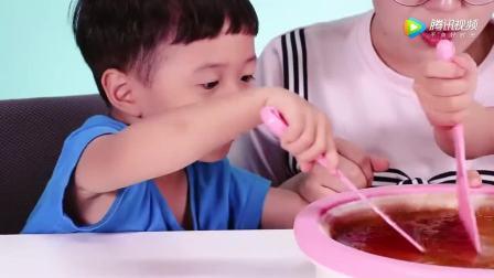 《小伶玩具》挑战汽水铁板炒冰淇淋, 和夏天一起玩转美食吧!