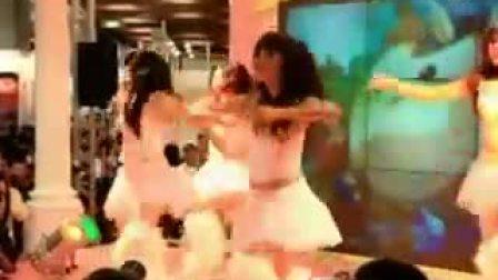 白色短裙 四女共舞