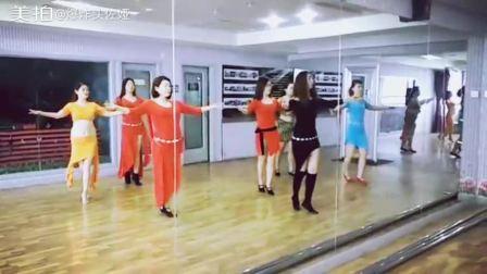 """佐娅舞蹈教学课堂片段! """"爱好同样可以玩的很专业""""大家从零基础入门到站在聚光灯下秀出自己你们的一点点改变就是教练们开心快乐的理由2017让我们跳出一个更美的自己"""