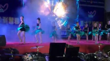 2018年广西北海市山口镇少儿拉丁舞表演   儿童拉丁舞   慧雅艺术培训机构拉丁舞汇演—疯狂的女孩,对面的女孩看过来串烧舞蹈