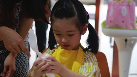 卡乐弗全日制早教班社会实践活动——小小蛋糕师