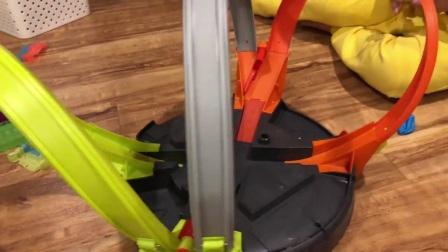 Hot Wheels 360度汽车轨道撞车