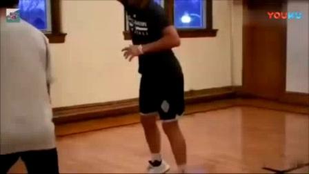 """我在球风神似""""纳什""""的NBA训练师: 撤步跳投、欧洲步都不在话下截取了一段小视频"""
