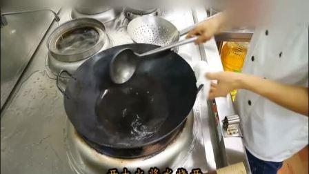 """大厨教你一道: """"炝炒土豆丝""""的传统家常做法, 鲜脆可口, 熟而不糊, 好吃"""