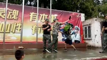 上海西点军事夏令营,书包防身术