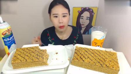 大胃王卡妹:马兰卡蜂蜜蛋糕!
