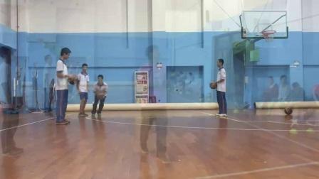 《交叉步接球投篮技术》优质课(人教版初一体育与健康,谢毅然)
