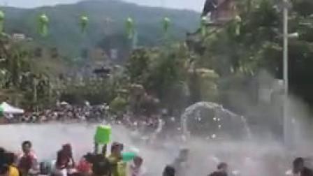 西双版纳泼水节狂欢