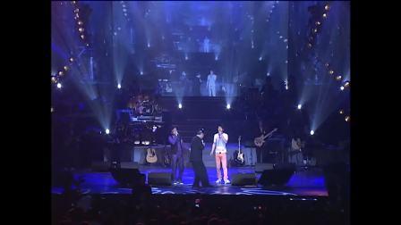 赵本山老师在汤潮演唱会现场唱月亮代表我的心