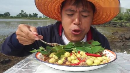 泰国老铁做水果沙拉, 加了一点海鲜酱, 味道很辣