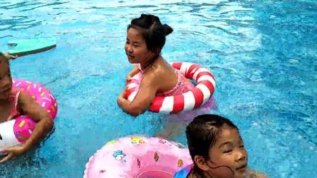 VID20180722170858小区游泳