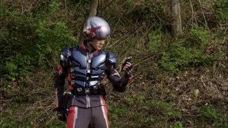 奥特曼:不要责怪趁乱逃跑的队员,他有可能正在变身奥特曼