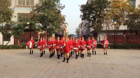 丰城新城区三产区快乐姐妹军鼓表演
