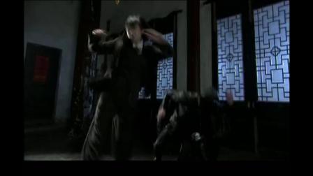 3大蒙面女杀手黑夜寺庙大战被女子用扫帚横扫