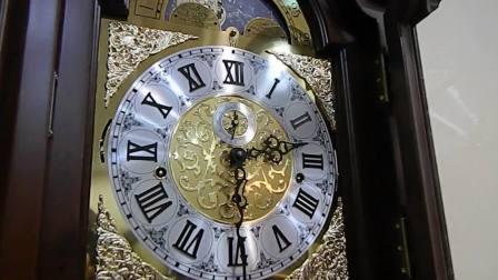 安装德国肯宁家机芯的上海九鼎落地钟带月相的罗马字钟表盘