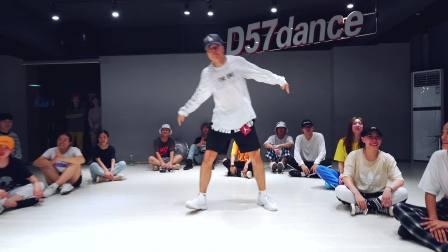 【D舞区舞蹈】人气外教导师DUC编舞 -《ABUSADAMENTE》舞蹈视频