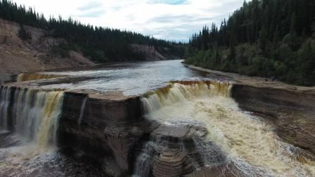 加拿大西北地区瀑布奇观