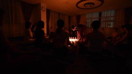 诏安梵悠瑜伽烛光冥想主题课视频