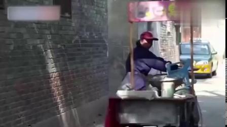 993-城管追卖臭豆腐大妈3条街,其实就想买份臭豆腐