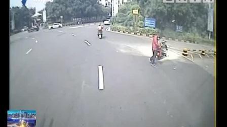 点赞好司机 增城: 摩托车自燃冒浓烟 公交司机灭火
