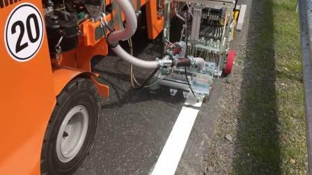 BM 2000 T在德国热熔标线施工