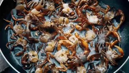 螃蟹怎么做才好吃? 小姐姐直播教学爆炒螃蟹豆芽