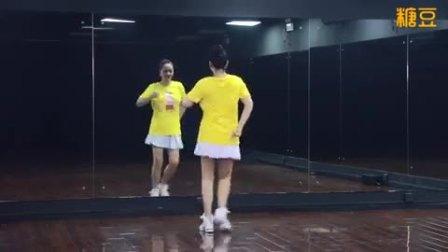 广场舞((拥抱你离去))前后面