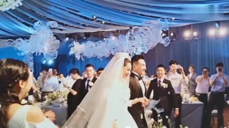 张馨予在婚礼上现场的视频曝光 张馨予泪流满面的告白何捷 网友回复:太感动了