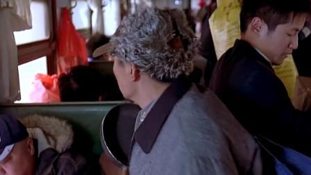 农村小伙第一次坐火车,竟与富商抢座位,老板无奈妥协