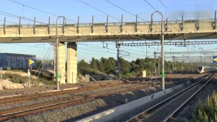 首次发现,高速列车闪过,发出奇怪的声音.mp4