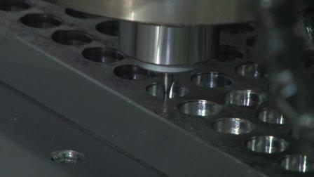 20170926_(ナノジ)_大面積ディンプル金型 高精度加工 超精密立形加工機 UVM-700C (ソリューションフェア2017 東芝機械)