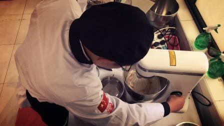 上海西点烘焙培训学校那家好?蛋糕师培训面包教学蛋糕教学西点蛋糕培训