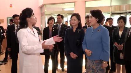문재인대통령의 부인이 옥류아동병원과 김원균명칭 음악종합대학을 참관 존경하는 리설주녀사께서 동행하시였다