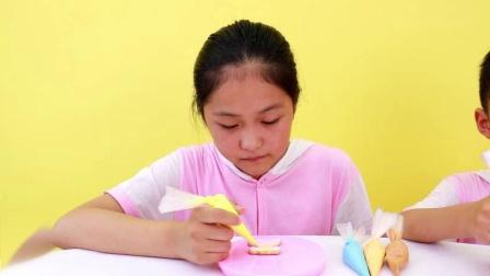 天天和萱萱DIY冰淇淋和公主裙形状的彩色美味糖霜饼干苏菲娅玩具