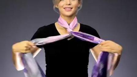 女生结丝巾