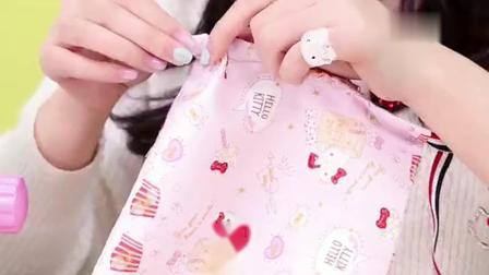 《小伶玩具》凯蒂猫迷你缝纫机,一起制作随身手提袋吧!