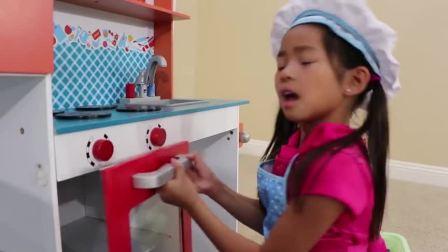 儿童扮演游戏:两个点心小师傅制作蛋糕把家里弄的一片狼藉伤脑筋
