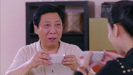 公公想给儿媳下马威,用碗喝白酒,没想到儿媳是海量,根本喝不醉