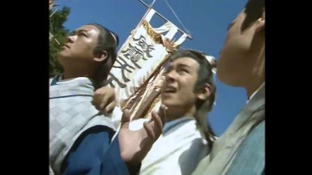 乔峰面对三大绝顶高手毫不畏惧,大声怒道:你们三个一起上吧!