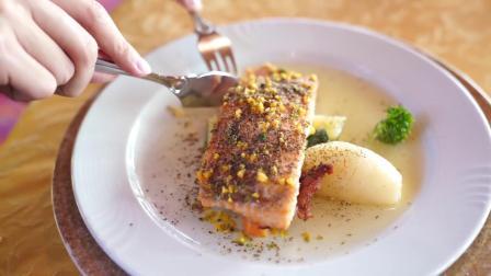 环球假期:顾晨迪和美女共进午餐,这食物真是吃货的天堂!
