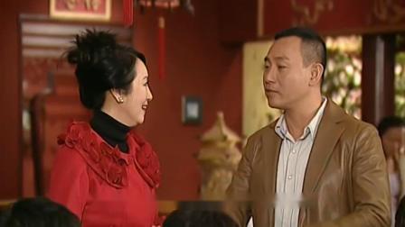 母亲过生日儿子买金寿桃,亲戚因嫉妒借机讽刺,不料美女回答漂亮