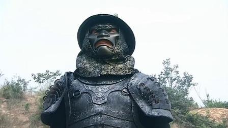 男子一身金刚盔甲,小伙刀法上劈下砍愣是砍不动半分,强悍的一批