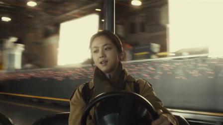 《晚秋》 游乐场开启碰碰车之战,玄彬玩心大起追击汤唯,说好的女士优先呢?