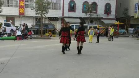 重庆王世萍广场舞,第六套水兵舞一拖二,表演李老师,王世萍,小胡(134)